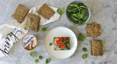 Zdjęcie - Chrupkie pieczywo ze szpinakiem - Przepisy kulinarne ze zdjęciami