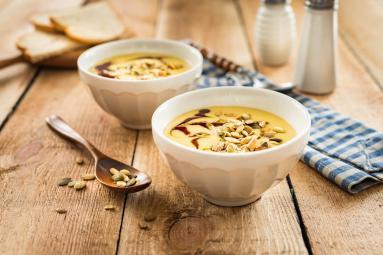 Zdjęcie - Zupa z żółtej soczewicy z pestkami dyni - Przepisy kulinarne ze zdjęciami
