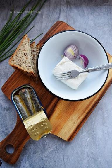 Zdjęcie - Pasta do pieczywa serowo – sardynkowa - Przepisy kulinarne ze zdjęciami