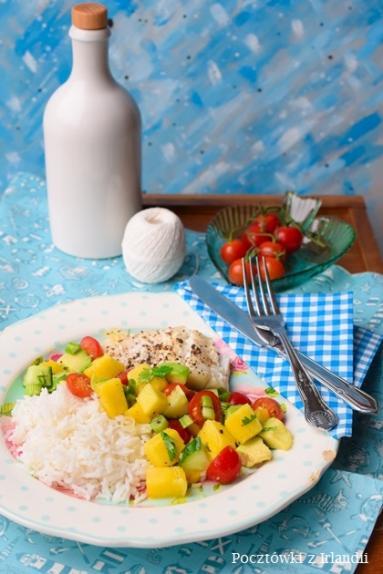 Zdjęcie - Kuchnia dla zabieganych: Dorsz z salsą z mango, awokado i pomidorków koktajlowych | U stóp Benbulbena - Przepisy kulinarne ze zdjęciami