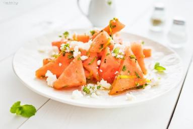 Zdjęcie - Sałatka z arbuza i fety - Przepisy kulinarne ze zdjęciami