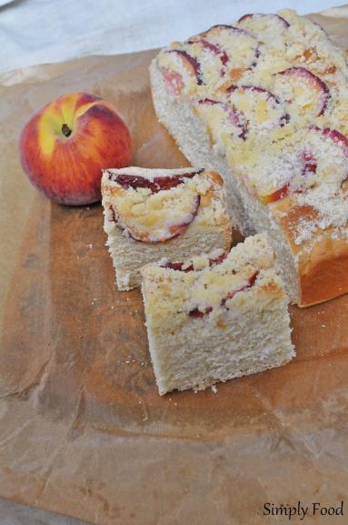 Zdjęcie - Drożdżówka z brzoskwiniami i kruszonką - Przepisy kulinarne ze zdjęciami