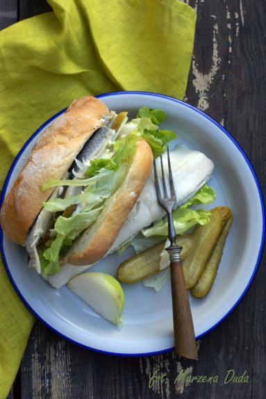 Zdjęcie - Kanapka ze śledziem - Przepisy kulinarne ze zdjęciami