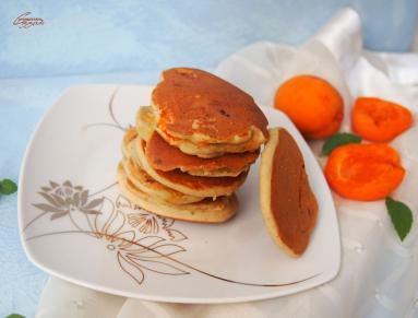 Zdjęcie - Jaglane placuszki z morelami - Przepisy kulinarne ze zdjęciami