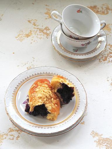 Zdjęcie - Jagodzianki z kruszonką bez lukru! Lipcowa klasyka - Przepisy kulinarne ze zdjęciami