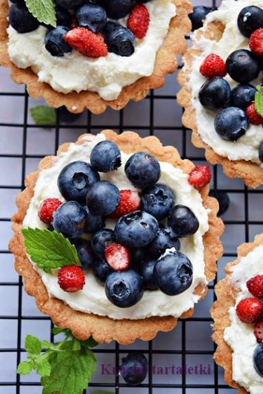 Zdjęcie - Tartaletki razowe z mascarpone - Przepisy kulinarne ze zdjęciami