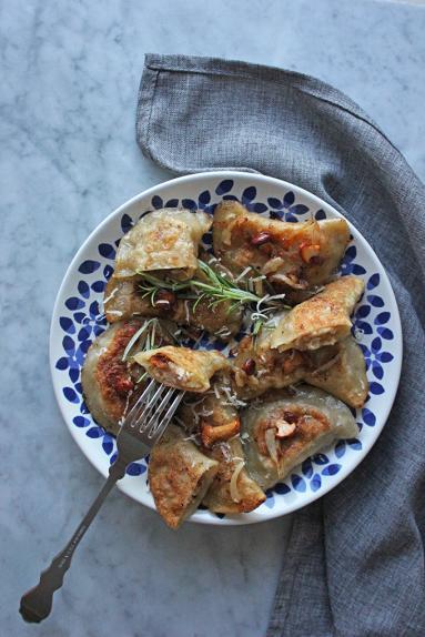 Zdjęcie - Pierogi ruskie z kurkami - Przepisy kulinarne ze zdjęciami