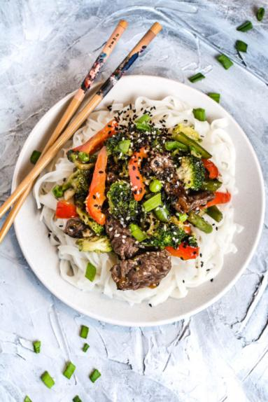Zdjęcie - Wołowina po wietnamsku z brokułami i fasolką szparagową - Przepisy kulinarne ze zdjęciami