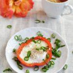 Zdjęcie - Jajka sadzone w papryce - Przepisy kulinarne ze zdjęciami