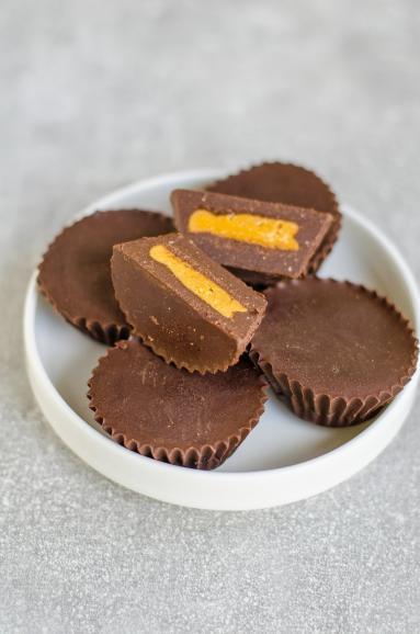 Zdjęcie - Domowe czekoladki Reese's (bez cukru) - Przepisy kulinarne ze zdjęciami