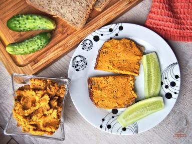 Zdjęcie - Pasta z ciecierzycy i suszonych pomidorów - Przepisy kulinarne ze zdjęciami