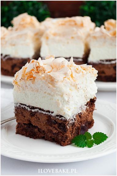 Zdjęcie - Ciasto bezowa śliwka w czekoladzie - Przepisy kulinarne ze zdjęciami