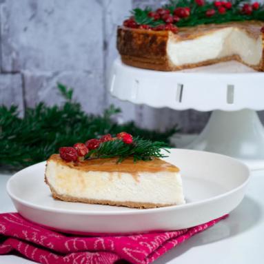 Zdjęcie - Sernik bananowy z masą kajmakową i orzechami - Przepisy kulinarne ze zdjęciami