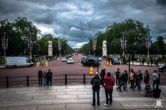 Buckingham Palace - droga na wprost pałacu