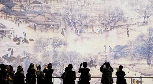 記者在香港亞洲國際博覽館觀看 電子動態版《清明上河圖》布展情況