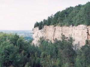 Ніагарський укіс – осадова формація, яка зламалась під дією здвигової напруги і була піднята при розломі