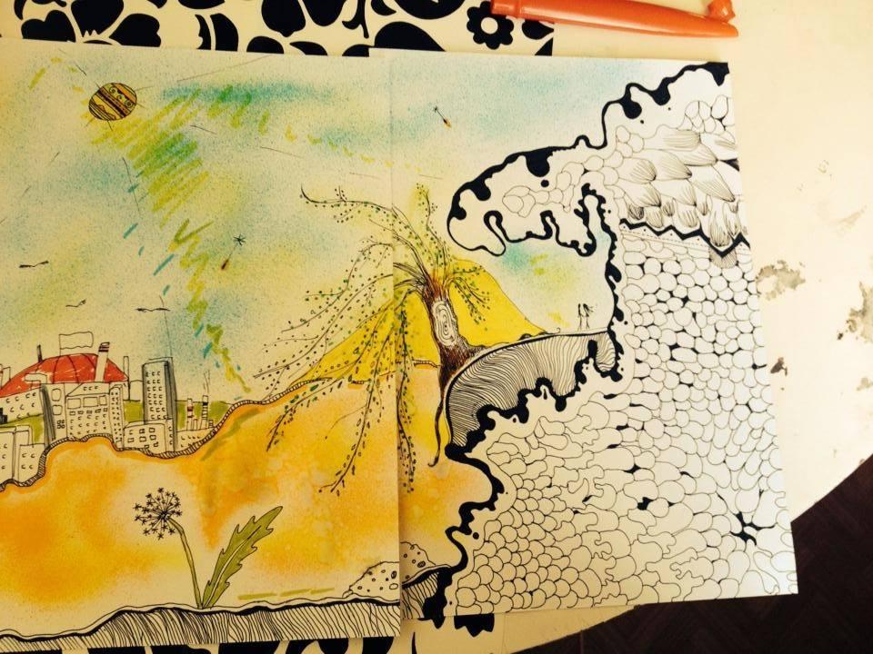 Malba ze dvou výkresů slepených dohromady - hora ze spousty malých kamínků, na které roste vrba, pod ní roste pampeliška a v dáli se skví malé město.