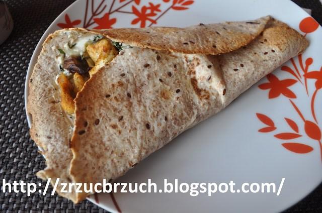 Tortilla z serem fetą i indykiem