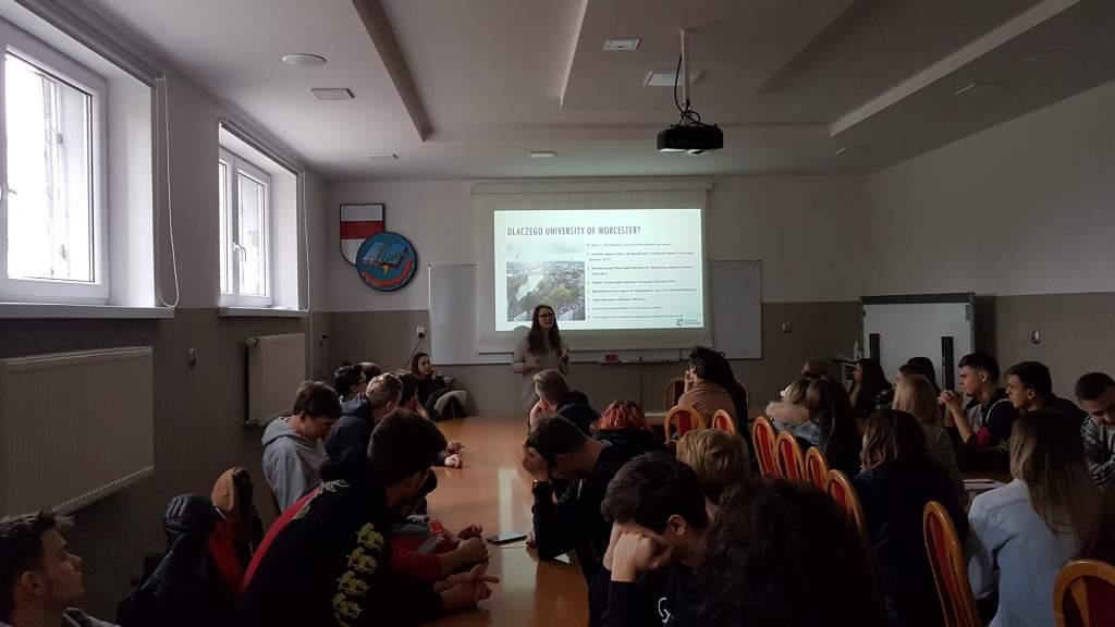 Udział klas III LOL, III LOI oraz IV TI podczas prezentacji Global Education.