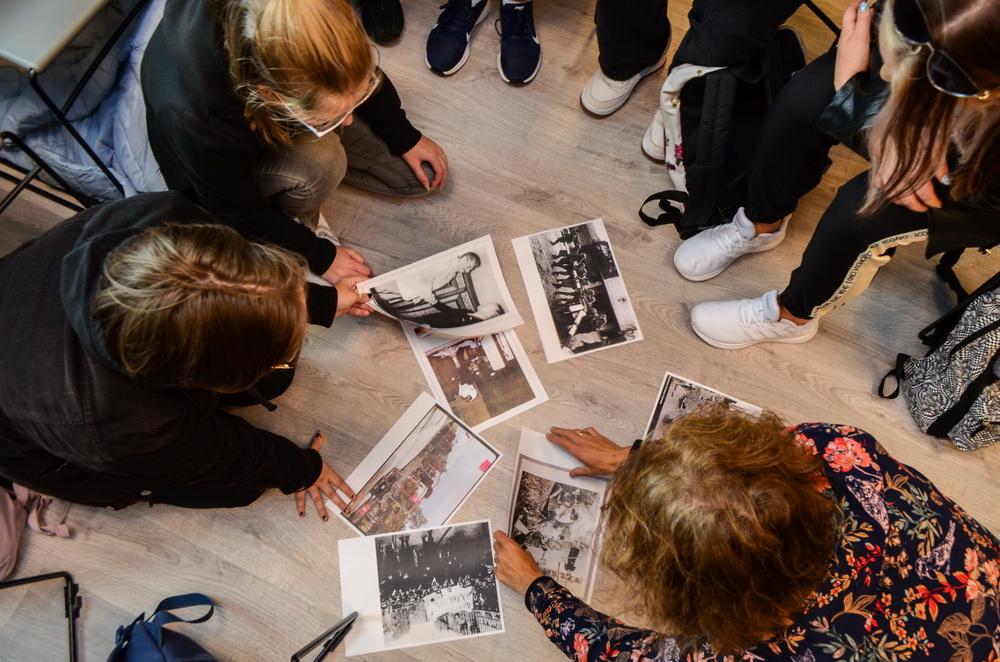 """""""Ostatnie wakacje"""" – pouczająca lekcja historii w Miejsko – Gminnej Bibliotece Publicznej"""