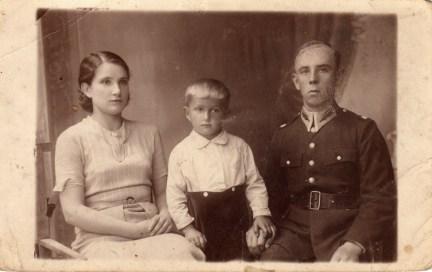 Jan_Szarek_z_zona_kuzyna_i_synem_kuzyna_Mariana_Szarka(1940)