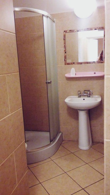 łazienka, internat, dwuosobowy, jednoosobowy, łóżka, pościel, akademik, szkoła dentystyczna, Płock