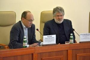 Pavlo Khazan participando en una Asamblea con Igor Kolomoisky en la ciudad de Dniepropetrovsk