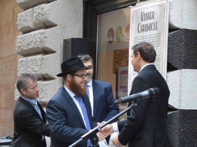 Kóser-e a zsiráfhús? Melyik rabbi ismeri a Coca-Cola titkos receptjét?