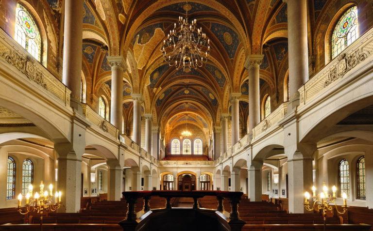 40 év után ismét zsidó tulajdonba került a világ harmadik legnagyobb zsinagógája