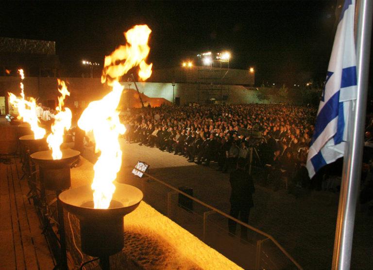 Így emlékeztek meg Izraelben a holokauszt hatmillió zsidó áldozatáról