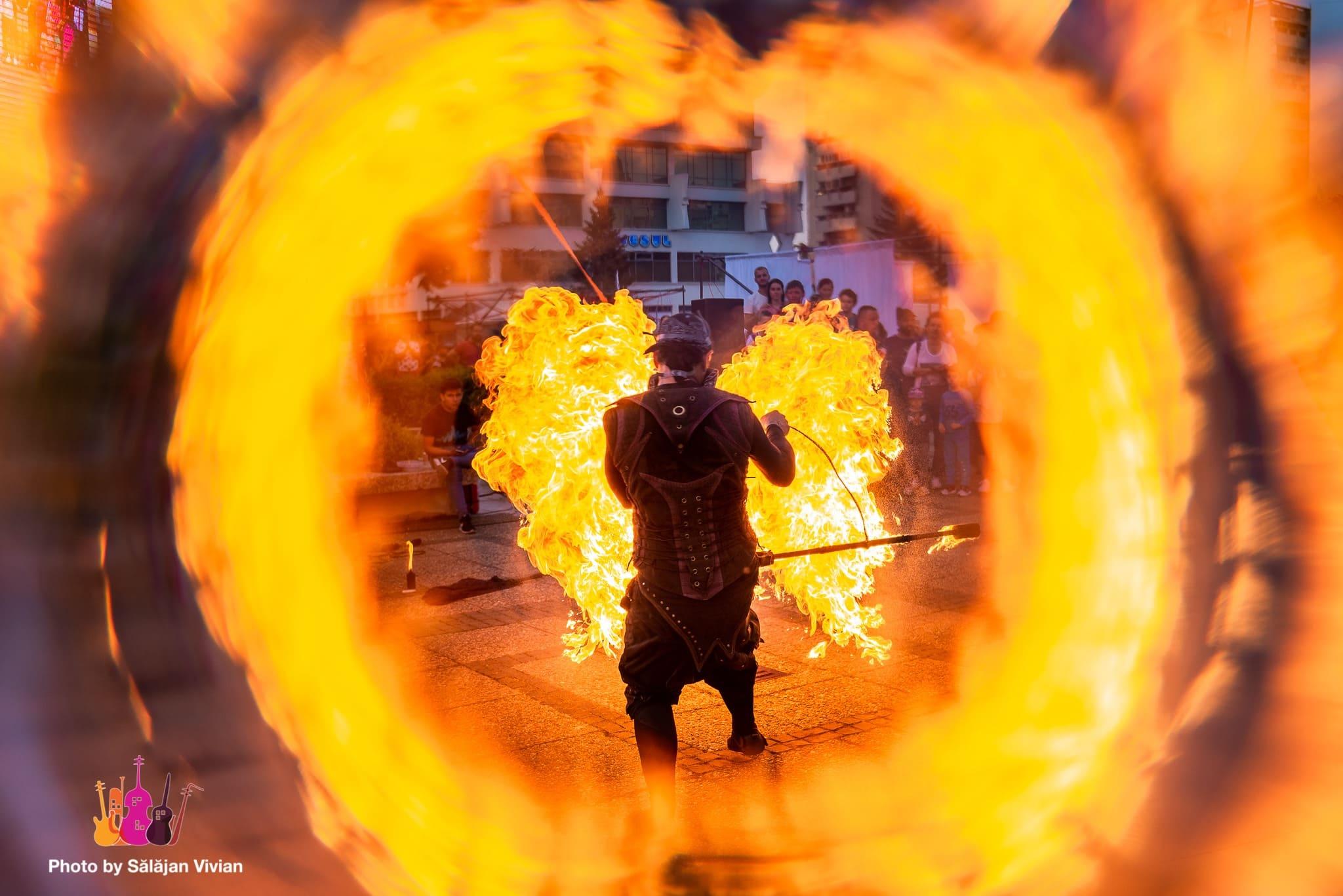 Ausztrál tűzzsonglőr nyert a szatmári utcazene-fesztiválon