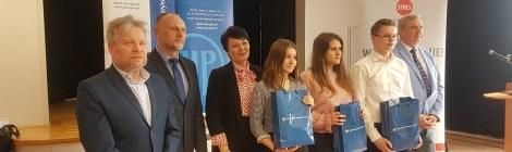 Drodzy Uczniowie! Z wielką radością chcemy Was powiadomić, że nasze Ekonomistki znowu okazały się najlepsze w województwie opolskim!