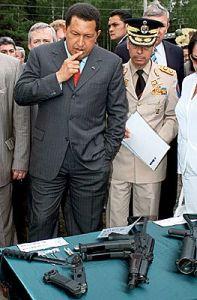 Уго Чавес строит планы, глядя на АК