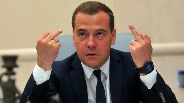 Медведев подсчитывает триллионы от экономии пенсионного фонда   Блог З.С.В.