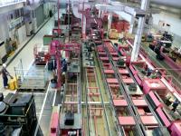 Linha de desmontagem de TVs no Metec: uma fábrica ao contrário