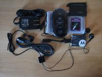 Cabos, carregador, adaptador USB, fone de ouvido…