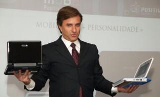 Hélio Rotemberg, presidente da Positivo, com os Mobos