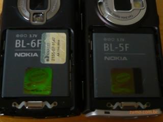 O N95 8 GB usa uma bateria BL-6F, mais grossa. O N95, uma BL-5F.