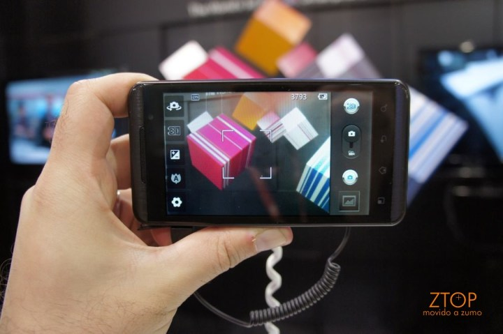 LG Optimus One 3D
