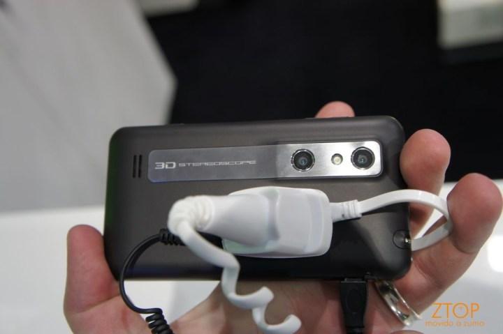 E, finalmente, a câmera 3D com duas lentes