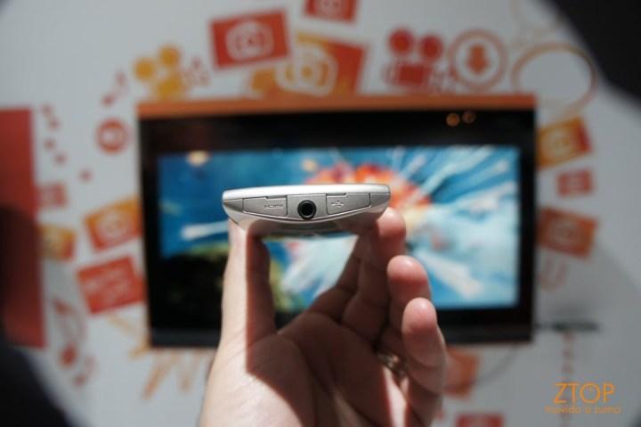 Xperia Neo: olha o mini HDMI aí