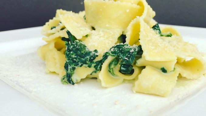 Bandnudeln mit Camembert Blattspinat Soße