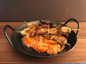 Fleischspieße und Djuvec Reis