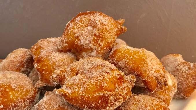 Lustige Quarkbällchen mit Zucker und Zimt