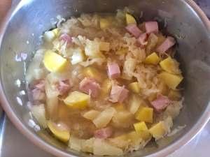Eintopf mit Sauerkraut Ananas und Kassler