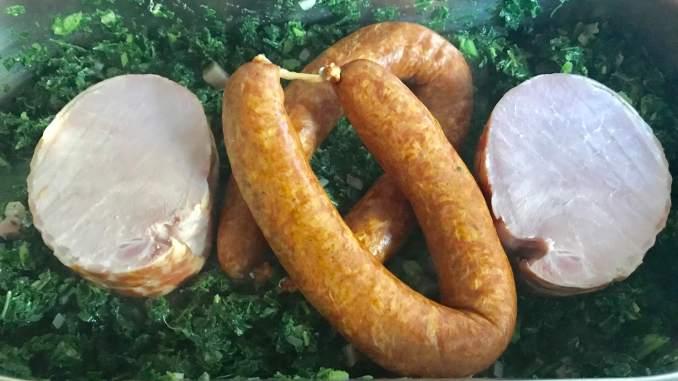 Einfache Zubereitung Grünkohl mit Kasssler und Kohlwurst