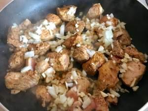 Zubereitung Paprika Frischkäse Schinkengulasch