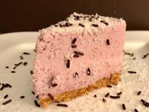 Serviervorschlag No Bake Rotwein Schmand Torte