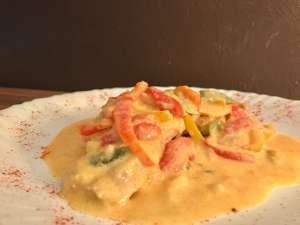Ofenschnitzel mit Paprika Sahne Soße Serviervorschlag