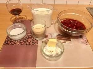 Grieß Pudding mit warmen Kirschen Dessert Zutaten